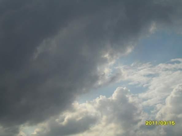 Weekly Photo Challenge: Contrast. -Cloud- (2/4)