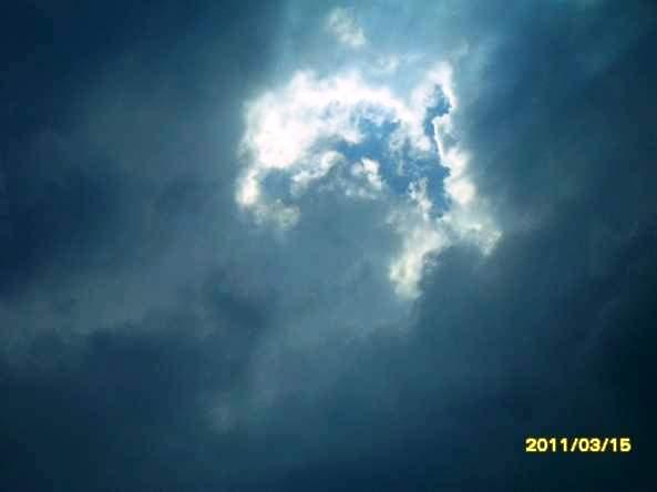 Weekly Photo Challenge: Contrast. -Cloud- (3/4)